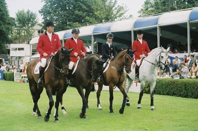 RDS Dublin Horse Show 2000, Teams entering arena for Aga Khan Cup